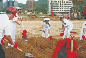 某部队领导参加综合办公楼项目开工典礼